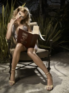 americas-next-top-model-season-7-ANTM-7-caridee-photo-dumb-blonde-model-reading-book-upside-down